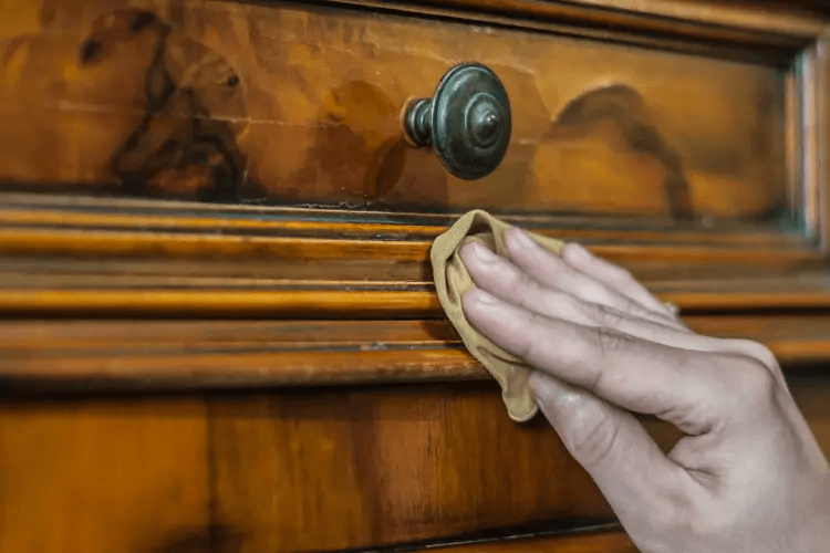 PROTECT WOODEN FURNITURE WITH OIL THE SURFACE