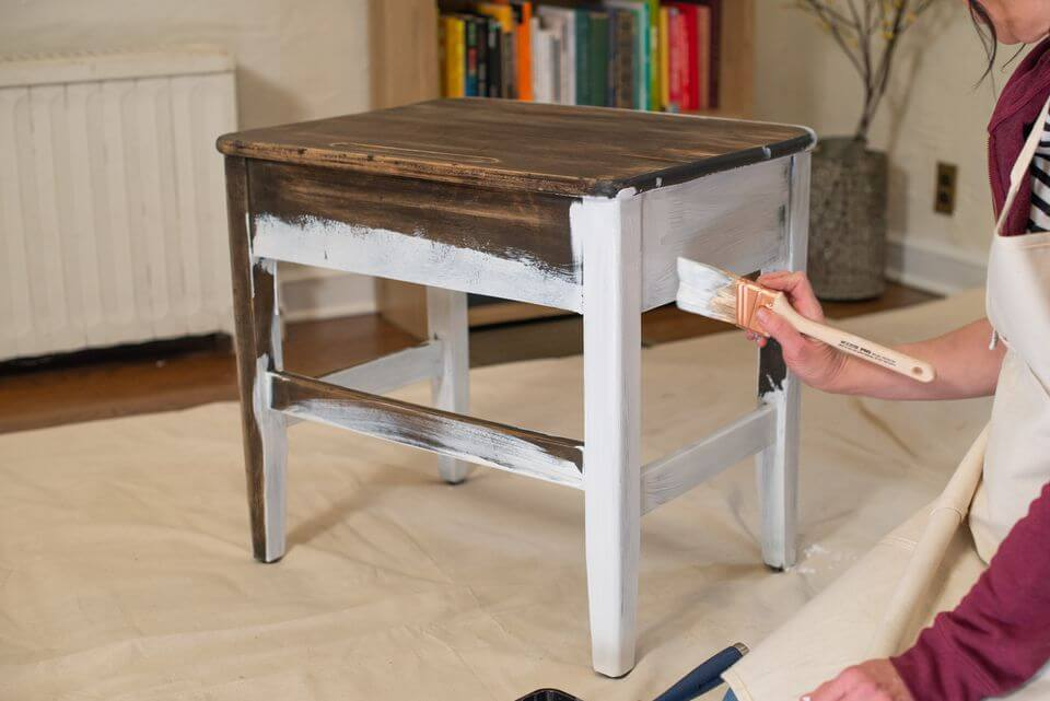 HOW TO APPLY PRIME LAYER BEFORE PAINT WOODEN FURNITURE