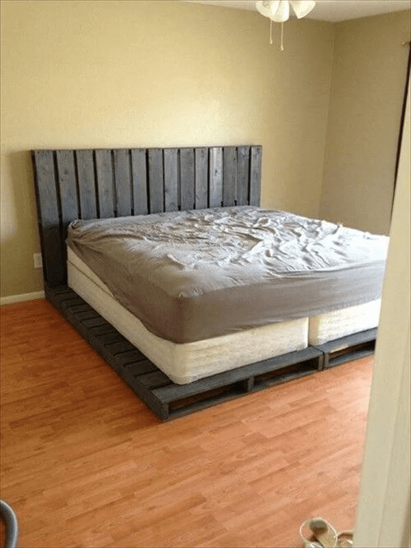 BIG WOOD PALLET BED FRAME DESIGN IDEAS DIY