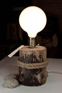 CHEAP DIY DECORATION WITH LAMPS ON A SLICE OF WOOD
