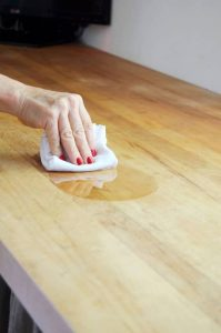 CLEANING AND MAINTENANCE WITH WIPING MINERAL OIL ON COUNTERTOPS