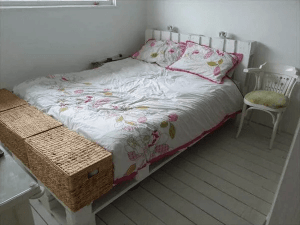 DIY PALLET BED FRAME DESIGN IDEAS WITH SIMPLY CHIC