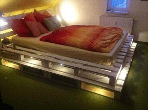 LAYERS AND LIGHT DIY PALLET BED FRAME DESIGN IDEAS