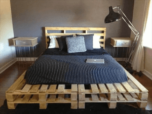 NATURAL PALLET BED FRAME DESIGN IDEA WITH NIGHTSTAND AND HEADBOARD