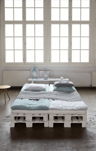 RECYCLED PAINTED WOOD PALLET BED FRAME DESIGN IDEAS