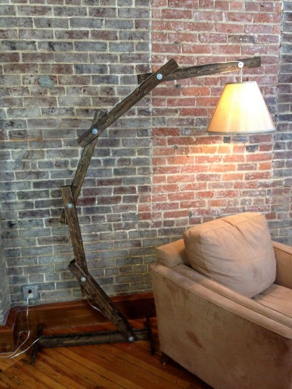 THE ARTICULATED WOOD LAMP STAND DIY