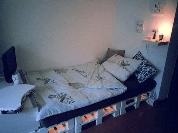 UNDERSIDE LIGHT DIY PALLET BED FRAME DESIGN IDEAS AND PLAY WITH EMPTY SPACE