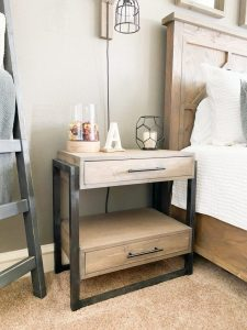 DIY WOODWORKING PROJECT WITH SIMPLE NIGHTSTAND