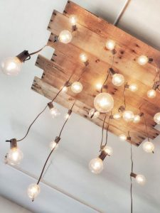 WOODEN CHANDELIER WITH BULBS HANGING