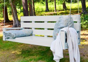 WOODWORKING PROJECT IDEAS SWING COUCH FOR BACKYARD