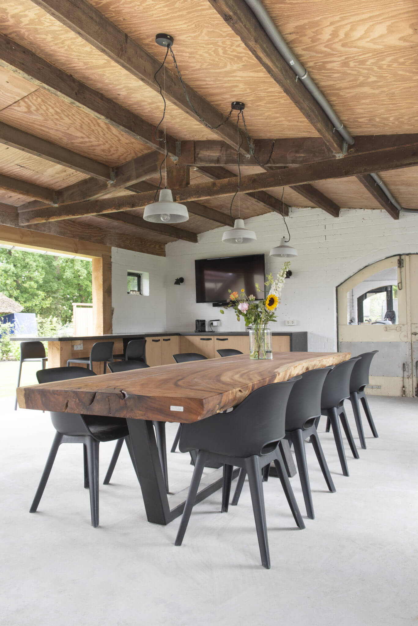 SOLID WOOD TREE CUT RECLAIMED WOOD DINING TABLE DESIGN IDEAS