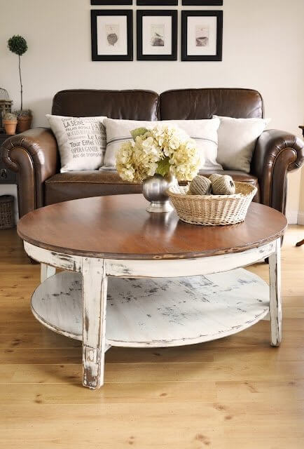 ROUND WOOD COFFEE TABLE MIXTURE OF PINE AND OAK
