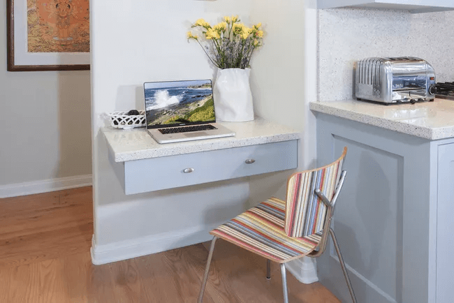 WOOD DESK WITH FLOATING DRAWERS