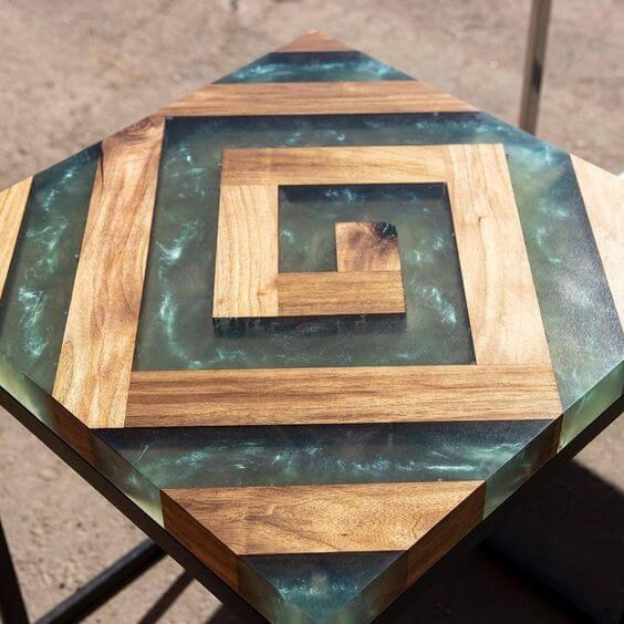 THE LABYRINTH WOOD AND RESIN TABLE