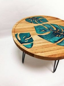 WOOD AND RESIN MONSTERA LEAVES TABLE