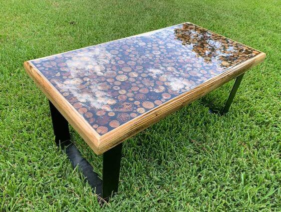 WOOD AND RESIN TABLE CLEAR DISPLAY