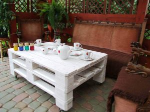CHIC WHITE STYLE PALLET WOOD COFFEE TABLE IDEAS