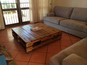 COMPACT SQUARE STYLE PALLET WOOD COFFEE TABLE IDEAS