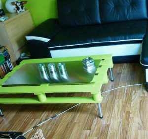 MODERN GREEN PALLET WOOD COFFEE TABLE IDEAS WITH METAL HAIRPIN LEGS AND GLASS TOP