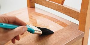 HOW TO REFINISH A WOOD TABLE. COATING WITH STAINS