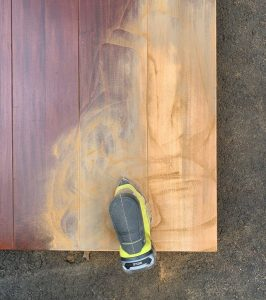 HOW TO REFINISH A WOOD TABLE. SANDING