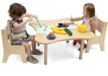 CHILDRENS WOOD TABLE AND CHAIRS SETS