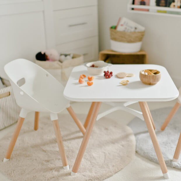STYLISH STREAMLINE CHILDRENS WOOD TABLE AND CHAIRS SETS